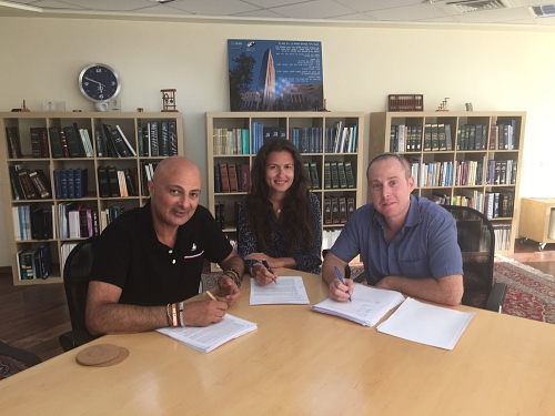 In the photo left to right : Mr. David Leb (CEO of Eco Wave Power) , Ms. Inna Braverman (Co-Founder and Marketing Director) and Mr. David Oren (Managing Partner of Pirveli Ventures) (PRNewsFoto/Eco Wave Power)
